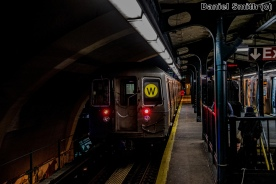 W Train Departs Astoria-Ditmars Blvd