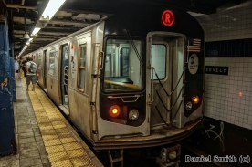 R Train At Roosevelt Avenue