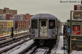 J Train Leaves Lorimer Street