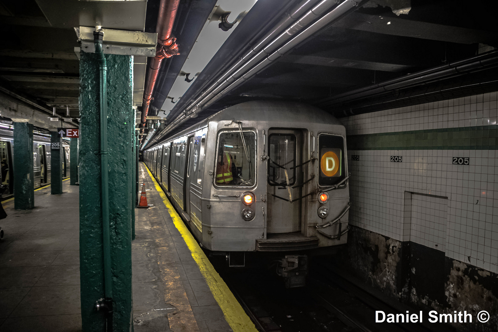 R68 D Train At Norwood-205th Street